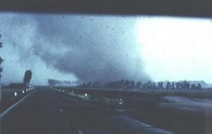 Tornado raast over de Nederlandse snelweg in 1967