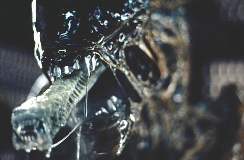 alien met open mond