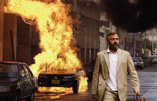 In Hollywood ontploffen auto's te pas en te onpas, zoals hier in Syriana met George Clooney