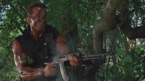 Fout in Hollywood: in Commando schiet Arnold Swarzenegger er kilo's munitie doorheen zonder te herladen