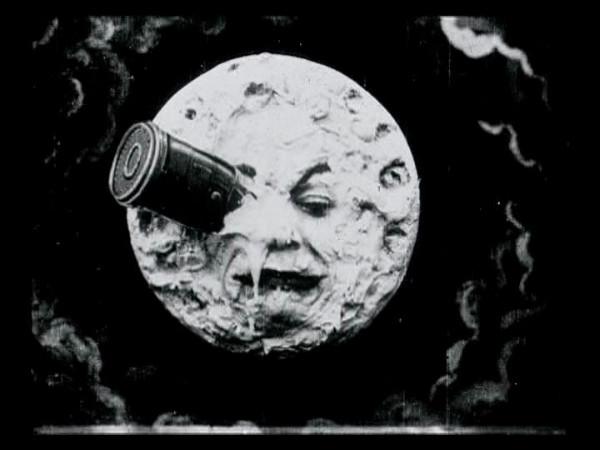 In de film Le Voyage Dans La Lune uit 1902 liepen mensen voor het eerst op de maan